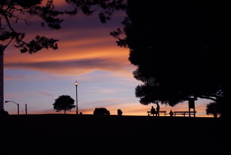 Coucher du soleil à la place d'Alamo à San Francisco images stock