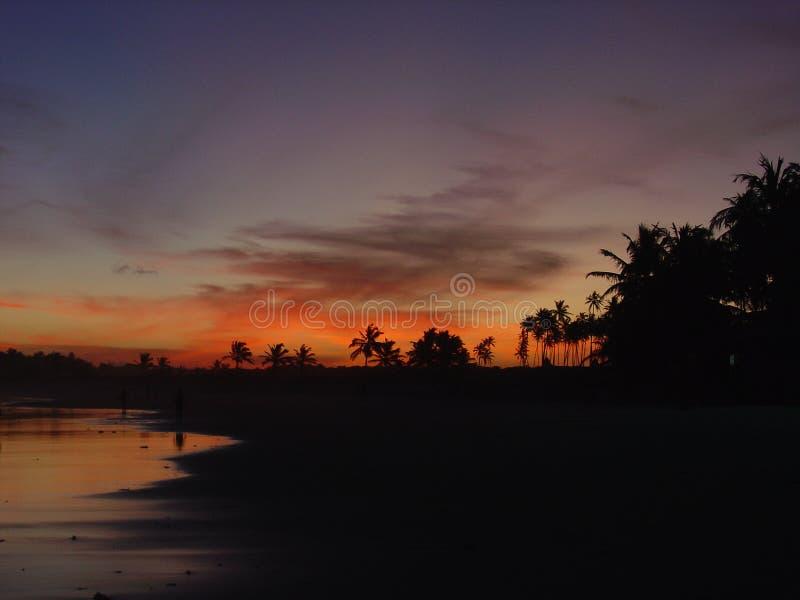 Coucher du soleil à la plage au Brésil photos stock