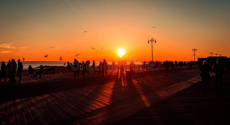 Coucher du soleil à la plage, Brighton, New York images stock