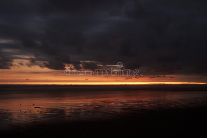 Coucher du soleil à la plage d'endog de parang images stock