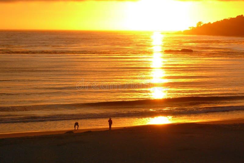 Coucher du soleil à la plage de Carmel image libre de droits