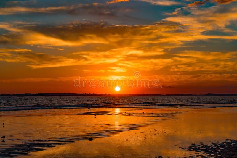 Coucher du soleil à la plage de folie image libre de droits