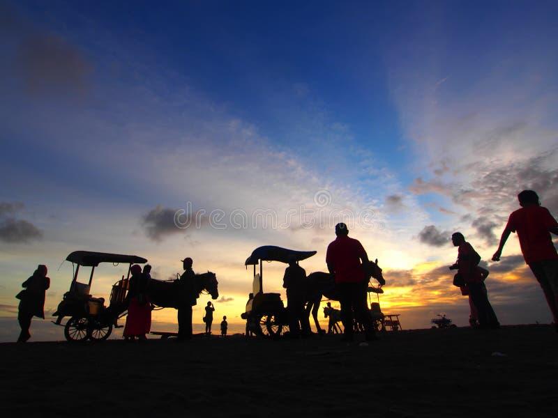 Coucher du soleil à la plage de Parang Tritis photo stock