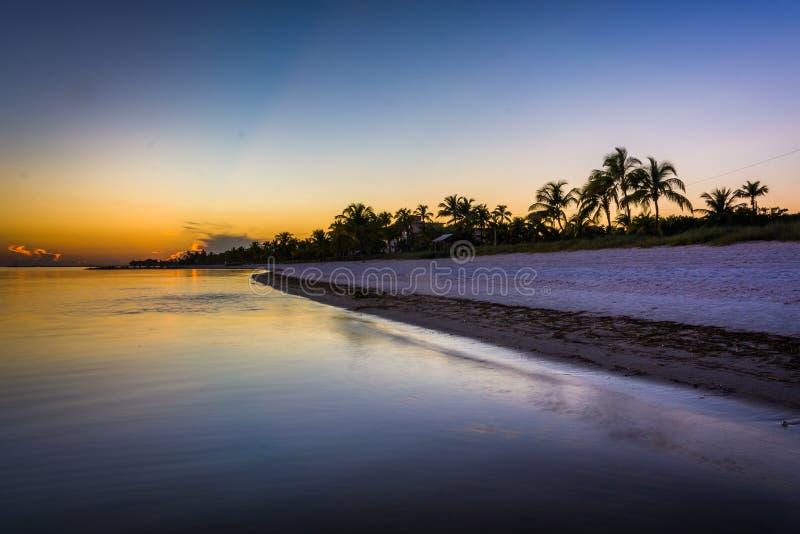 Coucher du soleil à la plage de Smathers, Key West, la Floride images libres de droits