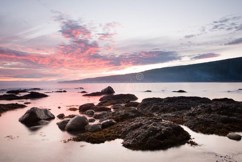Coucher du soleil à la plage de Sombrio photo stock
