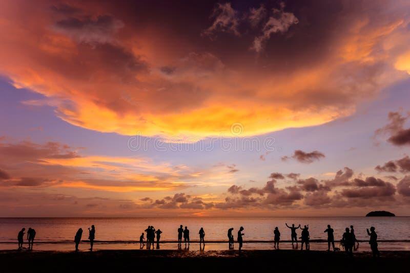 Coucher du soleil à la plage de Tanjung Aru, Kota Kinabalu images stock