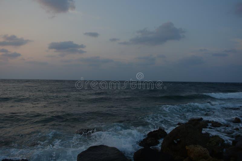 Coucher du soleil à la plage Jeddah de la Mer Rouge images libres de droits