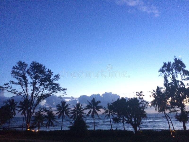 Coucher du soleil à la plage Sri Lanka de beruwela image stock