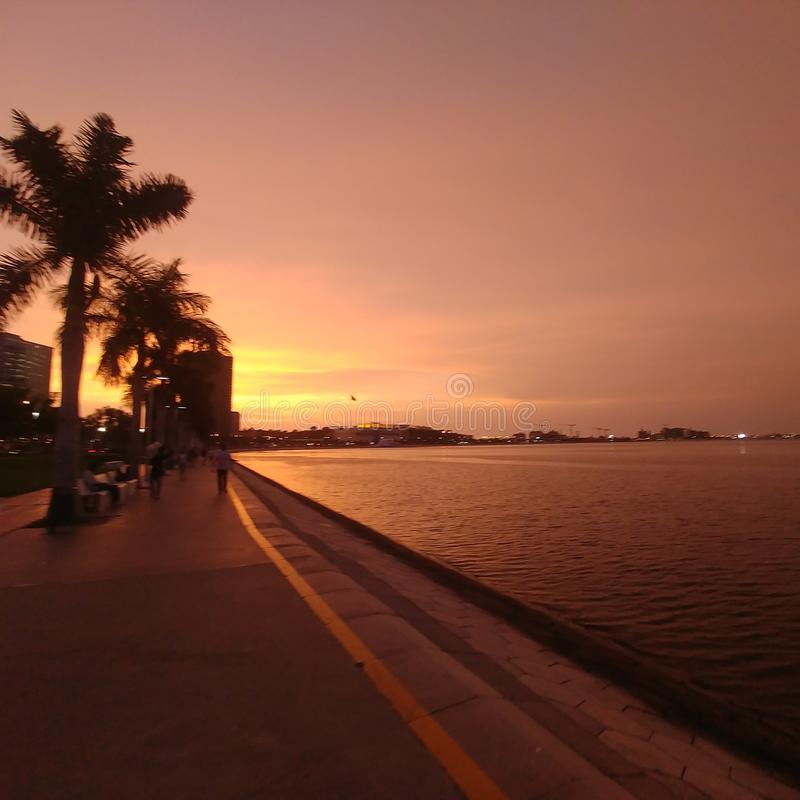 Coucher du soleil à Luanda images libres de droits