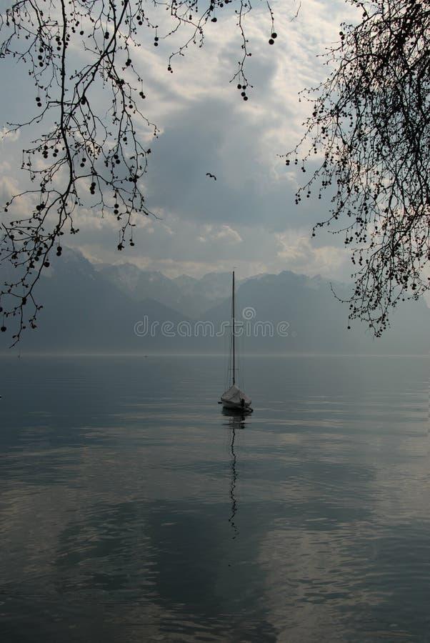 Coucher du soleil à Montreux Le lac geneva's la soirée photos stock