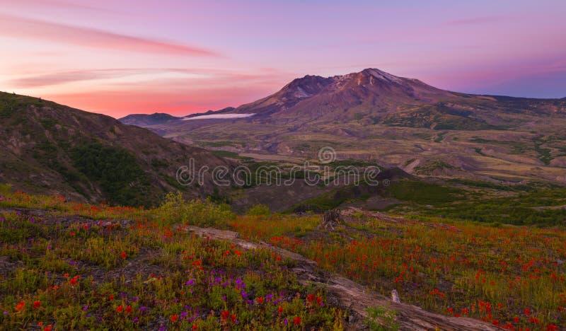 Coucher du soleil à Mt St Helens photos libres de droits