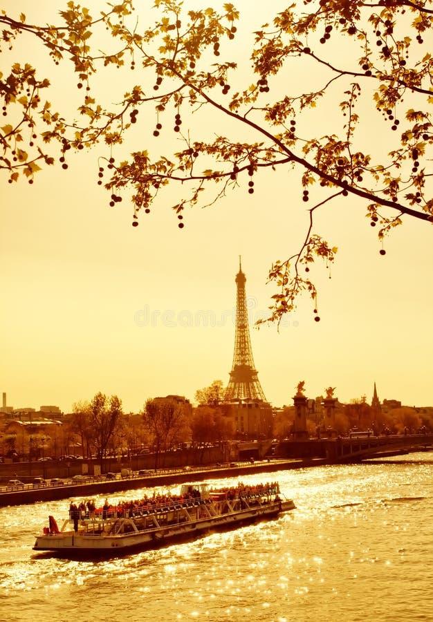 Coucher du soleil à Paris photos libres de droits