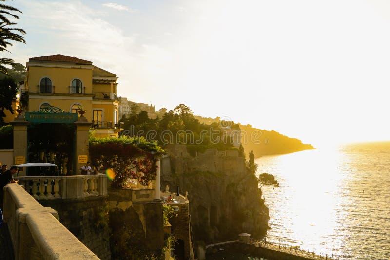 Coucher du soleil à Sorrente, Italie image stock