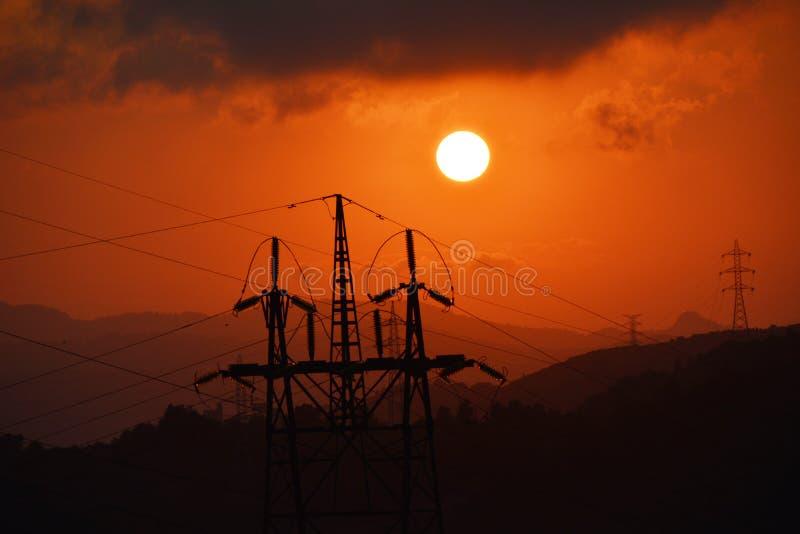 Coucher du soleil électrique de tour photographie stock