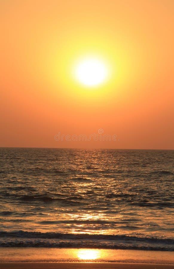 Coucher du soleil étonnant dans Goa, Inde photo libre de droits
