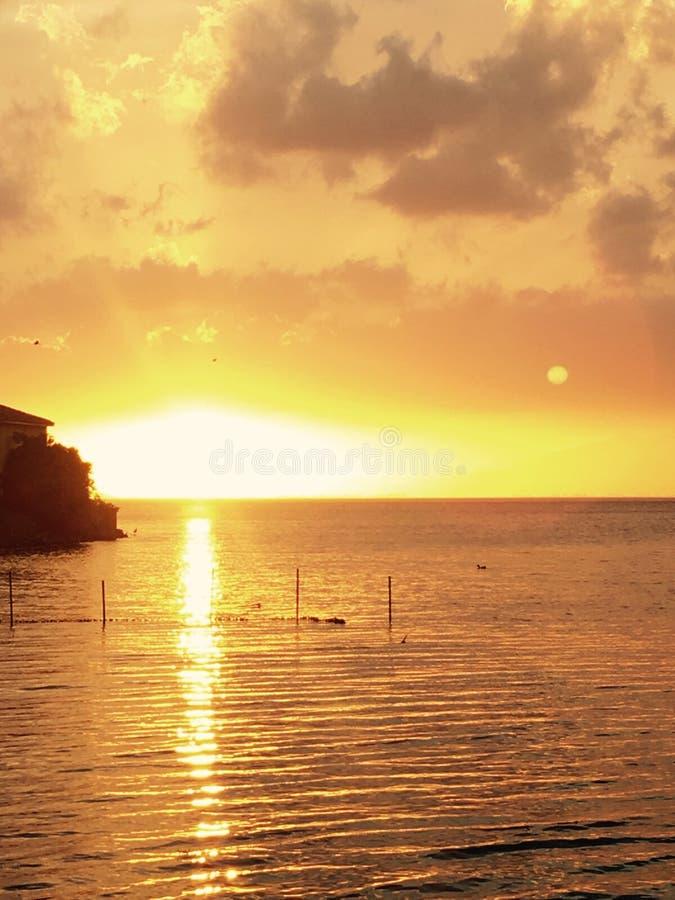 Coucher du soleil étonnant dans l'étang de Bafa en Turquie images stock