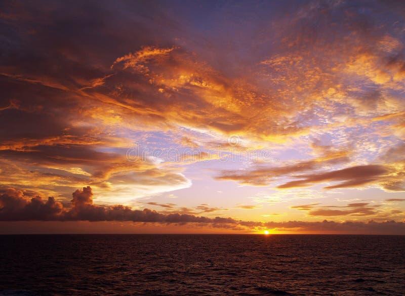 Coucher du soleil étonnant de paysage marin image libre de droits