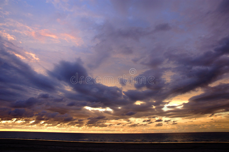 Download Coucher du soleil photo stock. Image du scénique, ciel, normal - 52704