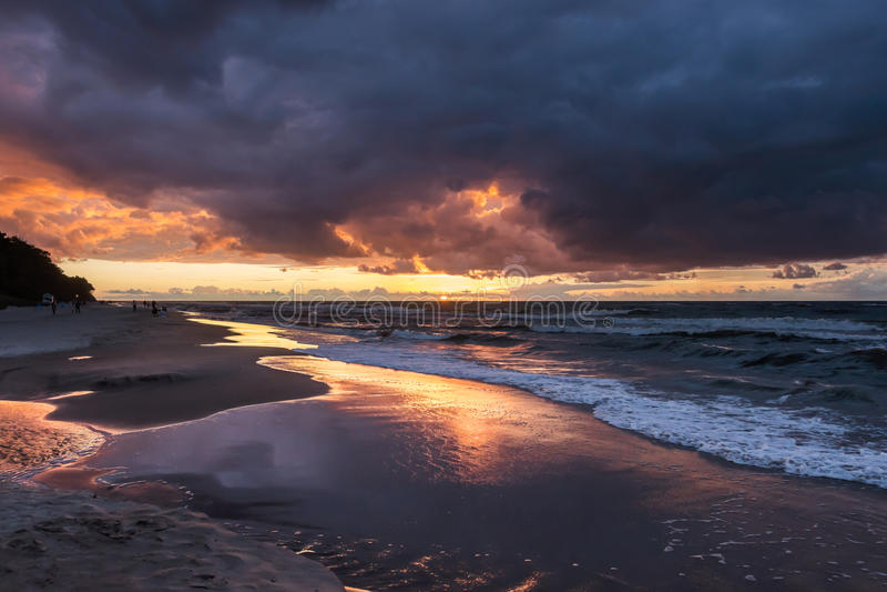 Download Coucher du soleil photo stock. Image du sunset, ondes - 77161744
