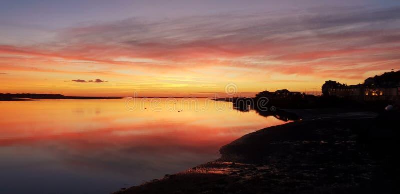 Coucher du soleil Aberdovey Pays de Galles Royaume-Uni photographie stock libre de droits