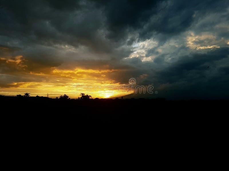 Coucher du soleil abstrait de fond avec la belle nature images libres de droits