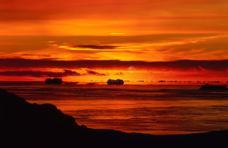 Coucher du soleil antarctique ardent photos libres de droits