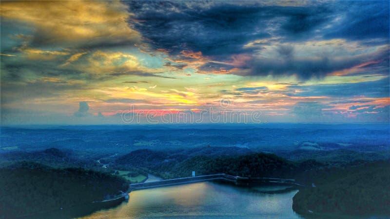 Coucher du soleil au barrage du sud de lac Holston photos stock