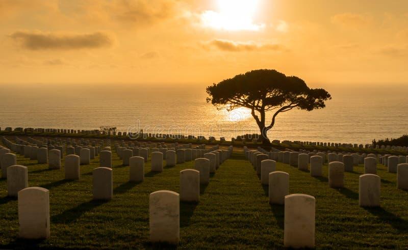 Coucher du soleil au cimetière militaire de Rosecrans image libre de droits