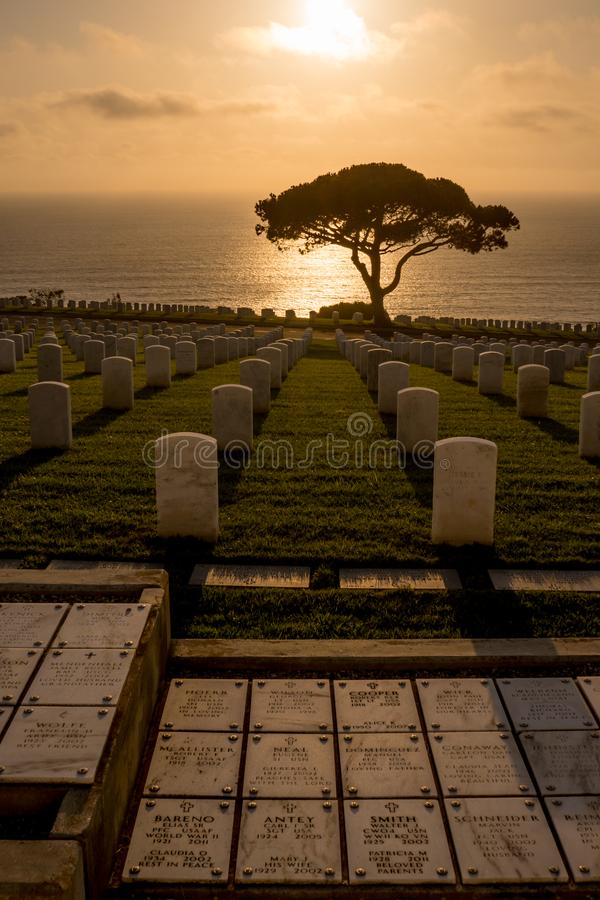 Coucher du soleil au cimetière militaire de Rosecrans images libres de droits