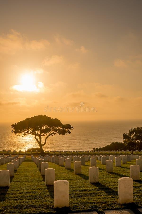Coucher du soleil au cimetière militaire de Rosecrans photos stock
