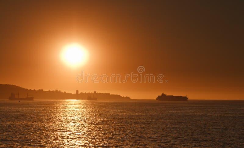 Coucher du soleil au compartiment de Valparaiso photographie stock