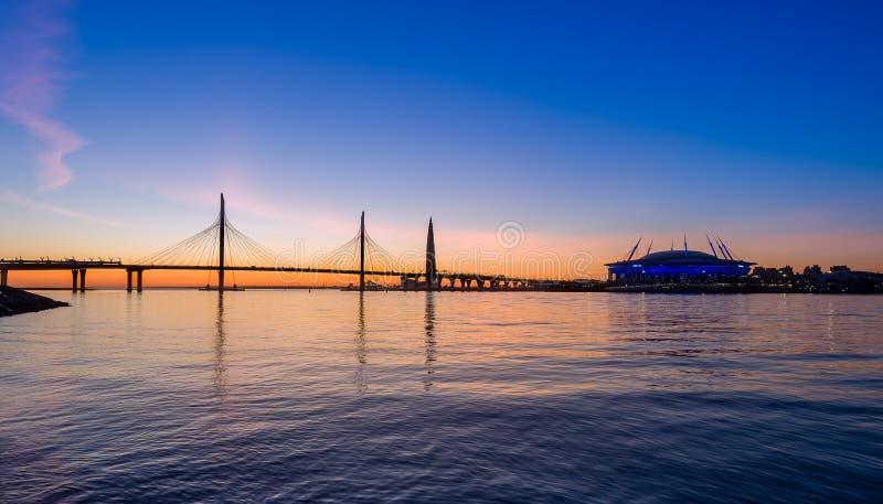 Coucher du soleil au delta de rivière de Neva images libres de droits