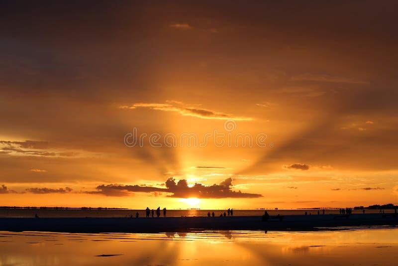 Coucher du soleil au-dessus d'île de Sanibel, la Floride, Etats-Unis image libre de droits