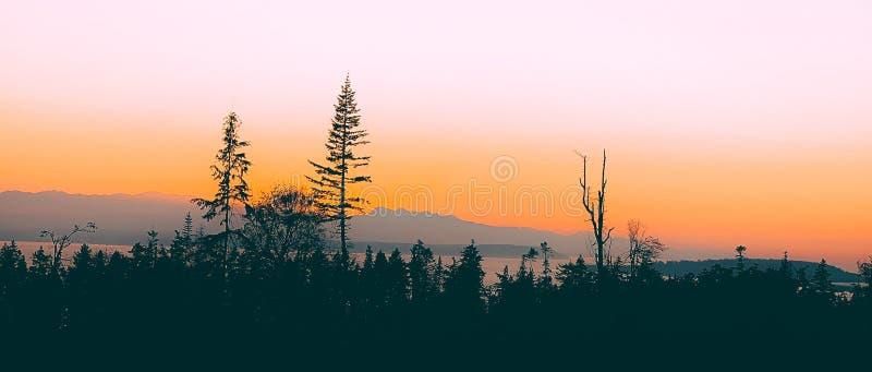 Coucher du soleil au-dessus d'île de Whidbey images stock