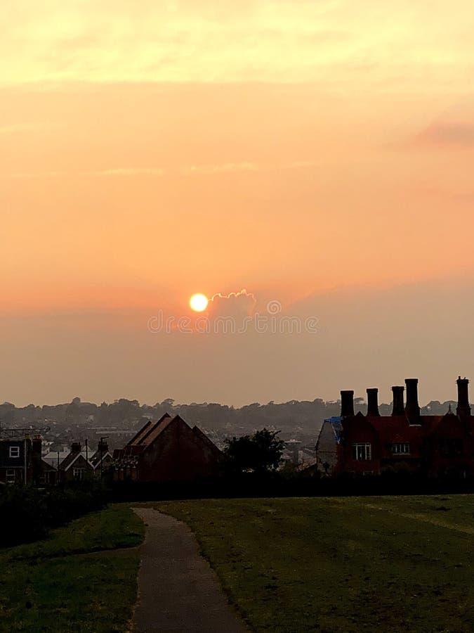 Coucher du soleil au-dessus d'île est de Cowes de Wight images libres de droits