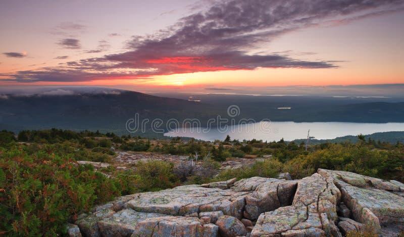 Coucher du soleil au-dessus d'Acadia image stock