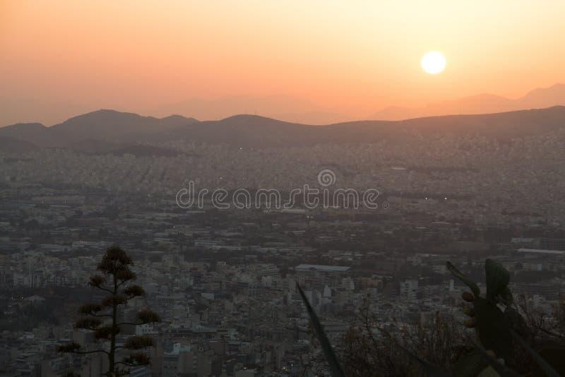 Coucher du soleil au-dessus d'Athènes en Grèce image stock