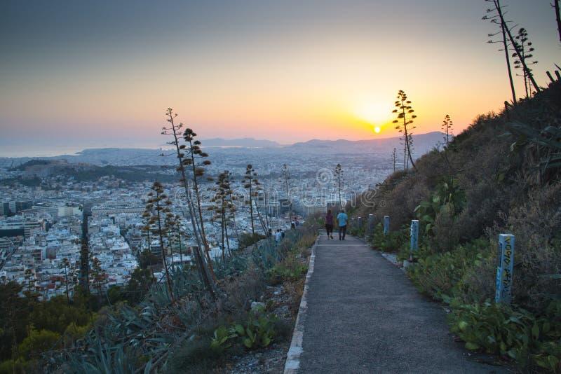 Coucher du soleil au-dessus d'Athènes en Grèce photographie stock