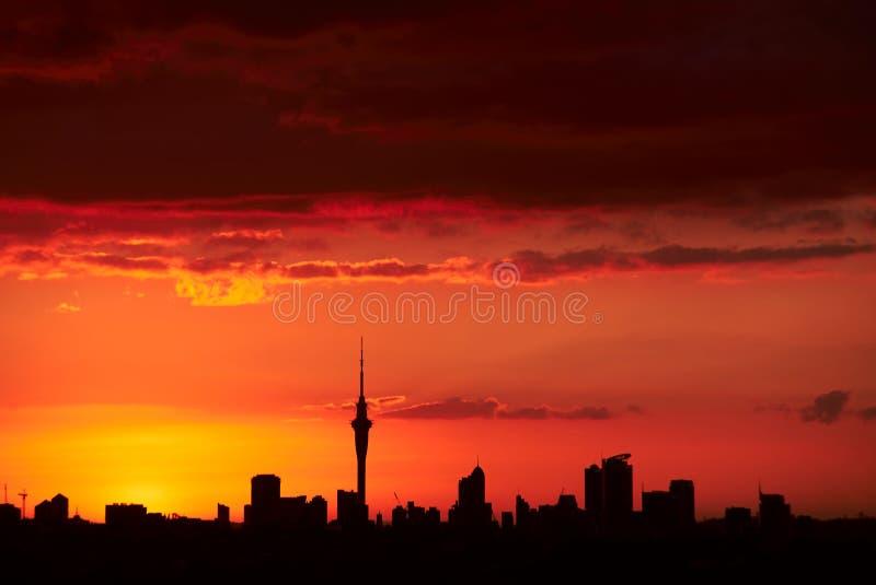 Coucher du soleil au-dessus d'Auckland, NZ photo libre de droits