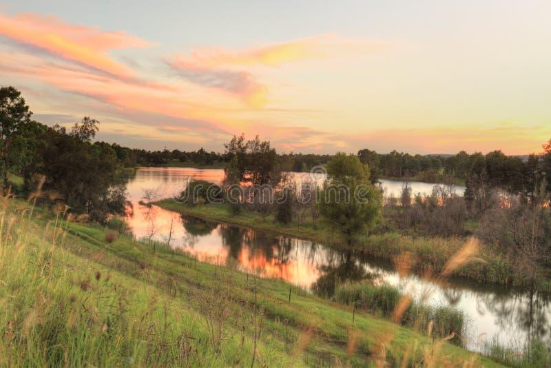 Coucher du soleil au-dessus d'Australie des lacs NSW Penrith photos libres de droits