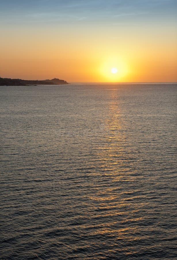 Coucher du soleil au-dessus d'océan image libre de droits