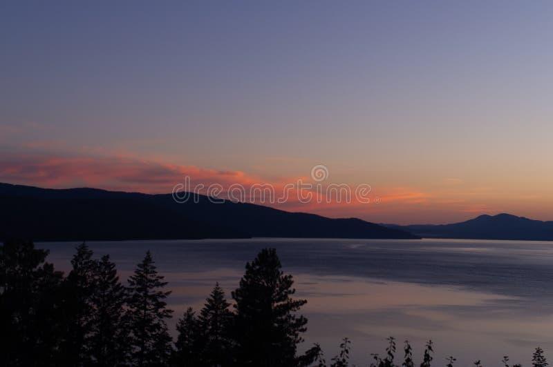 Coucher du soleil au-dessus d'oreille du lac PEND en Idaho photo libre de droits