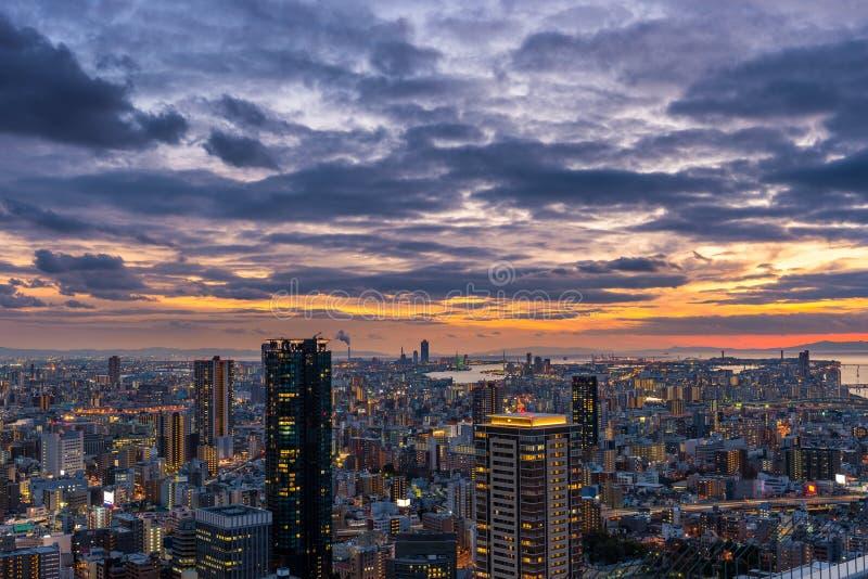 Coucher du soleil au-dessus d'Osaka images stock