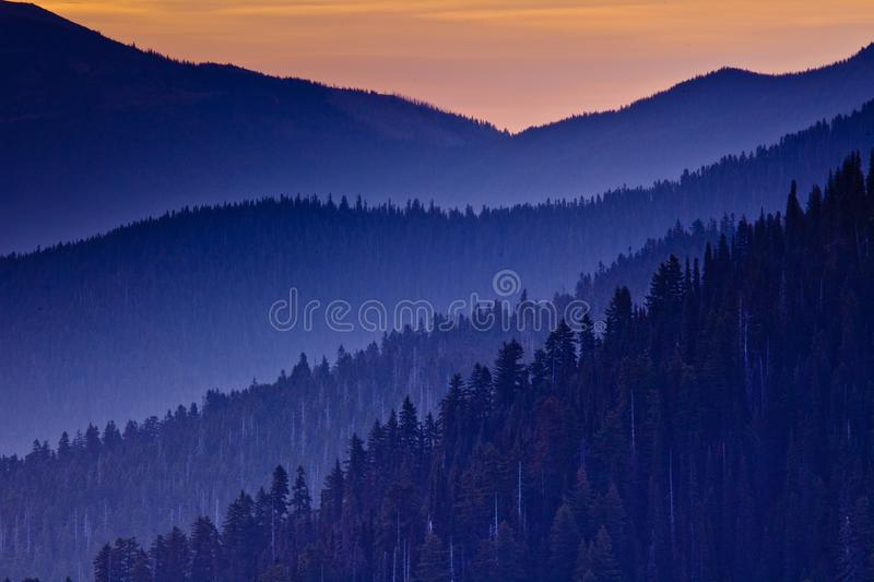 Coucher du soleil au-dessus d'ouragan Ridge, parc national olympique, Washington State, Etats-Unis photo libre de droits