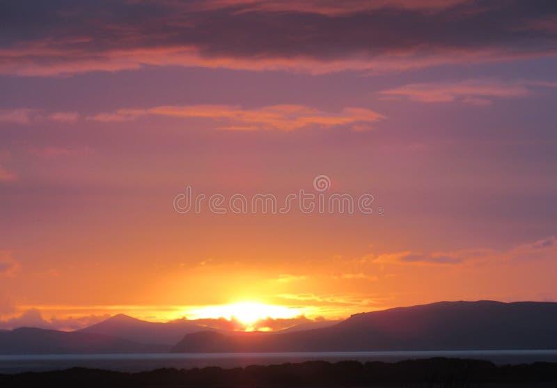 Coucher du soleil au-dessus de brin de Rossbeigh photographie stock libre de droits