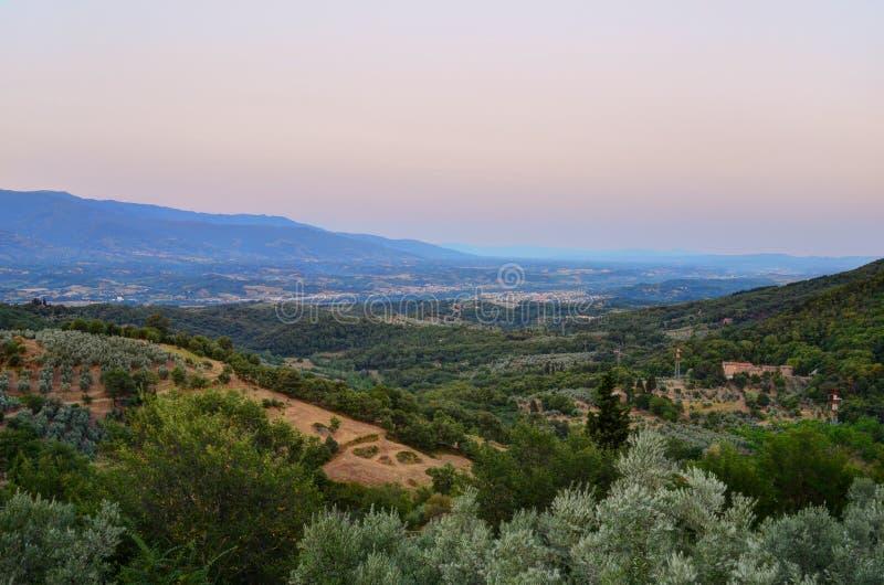 Coucher du soleil au-dessus de campagne toscane - Italie photographie stock