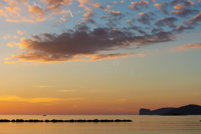 Coucher du soleil au-dessus de capo Caccia photo libre de droits