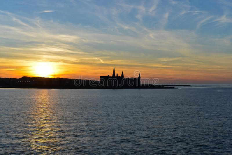 Coucher du soleil au-dessus de château de Kronborg, Danemark image libre de droits