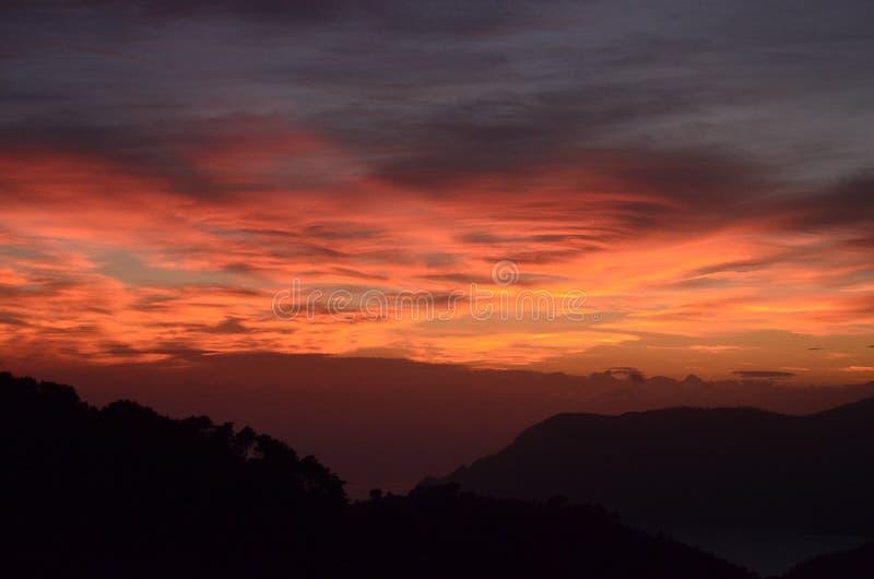 Coucher du soleil au-dessus de Cinque Terre, Italie photos stock