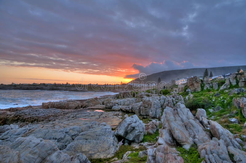 Coucher du soleil au-dessus de compartiment de Hermanus - Afrique du Sud   photo libre de droits